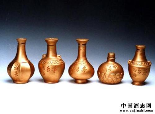 传统陶艺酒瓶造型一般采用的是动物