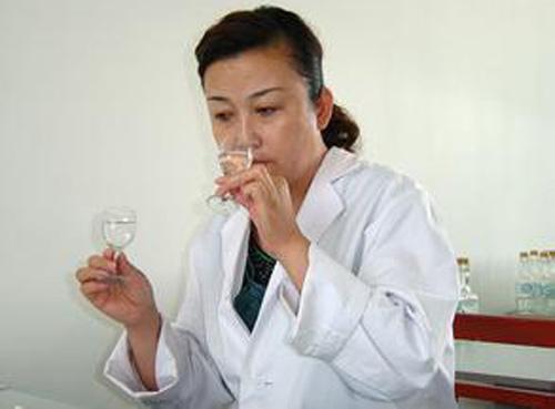 白酒鉴别的几个主要方面