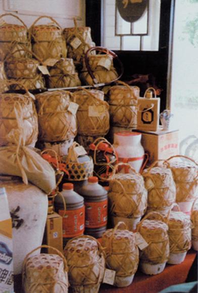 商店里出售的绍兴花雕酒