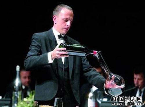 红酒礼仪:红酒斟酒的顺序是什