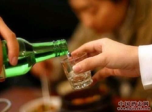 喝酒减少伤害之法――早晨最不宜饮酒