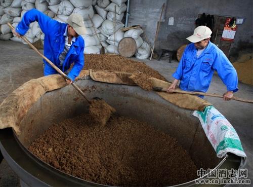 酱香型白酒酿造知识 什么是阳发酵,阴发酵?