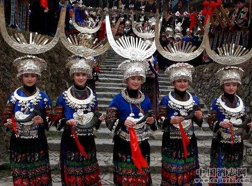 酒礼习俗 中国少数民族酒趣之三杯酒