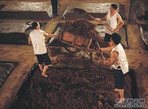 中国白酒传统的小窖酿造工艺