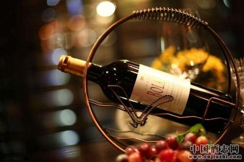 红酒太多怎么存放?迈卡罗教你挑选更好的红酒柜