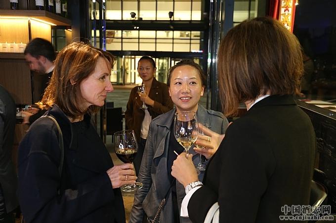 CIVB代表们出席Paradox Restaurant-The Bordeaux Lounge酒吧活动