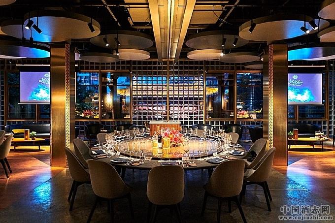 敖云携手廊桥,打造高端葡萄酒与创意川菜的新境界