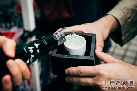 懂得日本清酒与海鲜的搭配,人生多一种幸福的味道