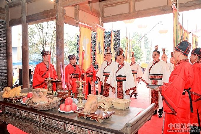 崇阳1886古窖池迎来第八届金盆地种酒文化节
